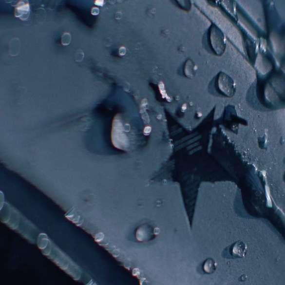 Imagine în prim-plan cu marcajul cu stea de pe anvelopa BMW